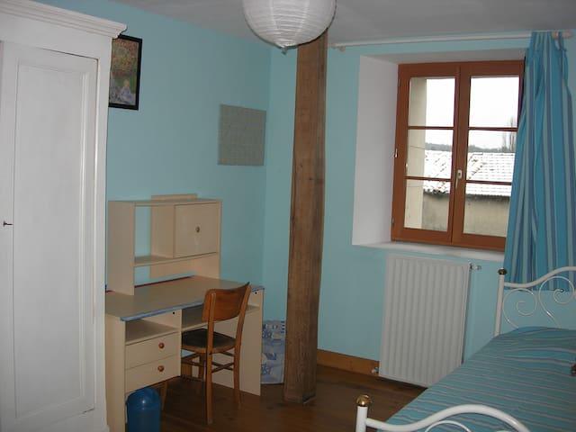 Agréables chambres dans grande maison - Commercy - House