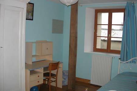 Agréables chambres dans grande maison - Commercy - Дом