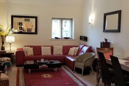 Luxury Groundfloor Apartment near Epsom Surrey - Banstead