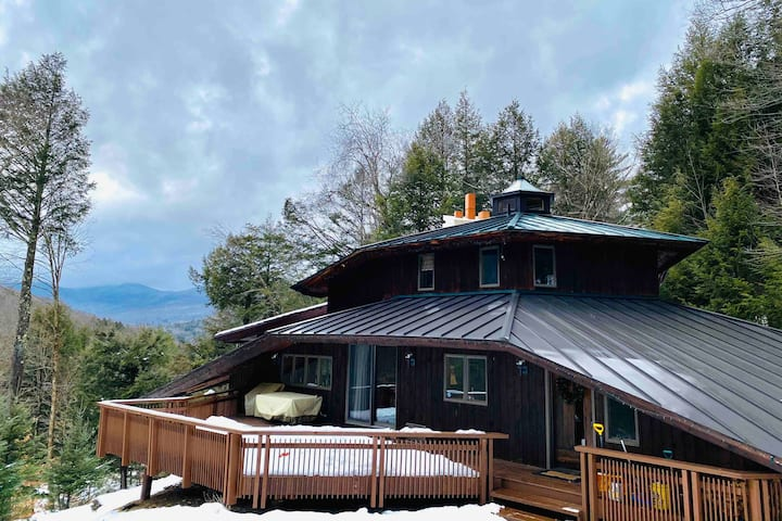 NEW! Killington area chalet, SLEEPS 10 with SAUNA!