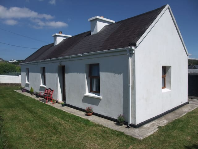 Katie's Cottage cosy 2 bedroom cottage on Achill Island