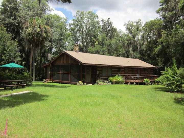 Tranquil Outdoor Paradise in the Ocala Forest