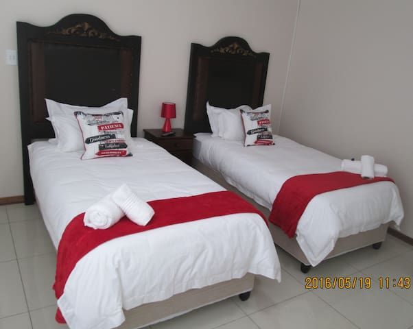KUHNS RUS & VREDE GUESTHOUSE B&B - Kimberley