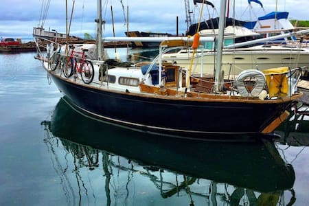 Classic Sailboat in Private Marina right downtown!