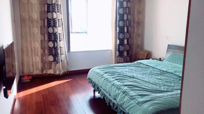 常熟市海虞北路288号独立住房,离北站约3公里,出行方便。