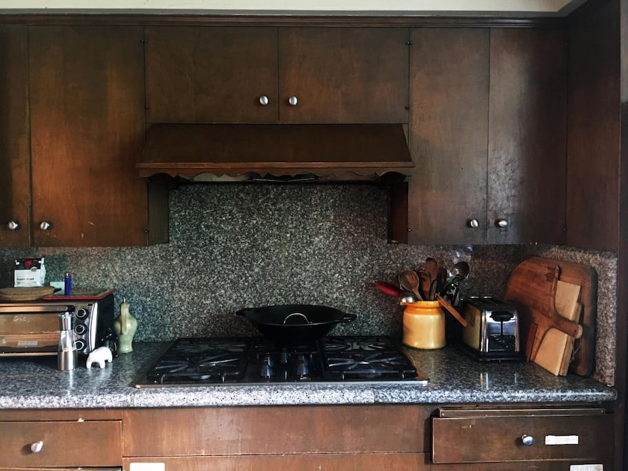 6 gas burners, big kitchen