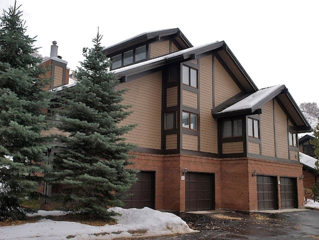 3 bdrm condo with great views and quiet location