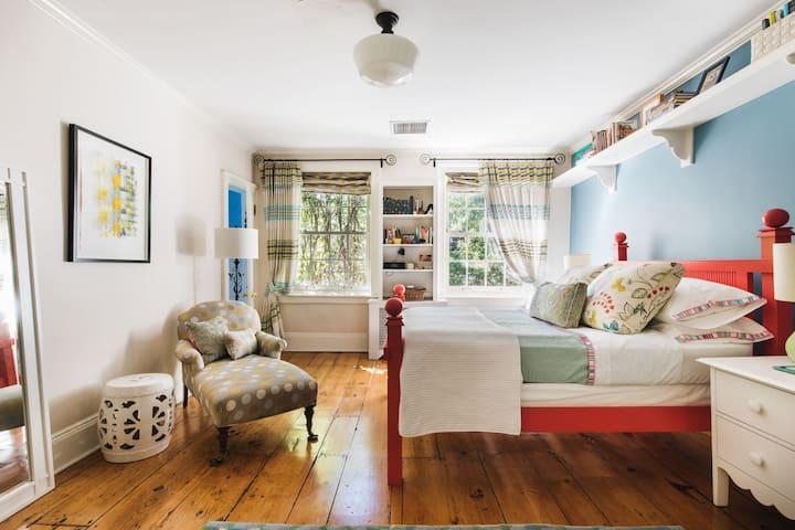 Private 1 Bdrm Suite in Historic Brownstone