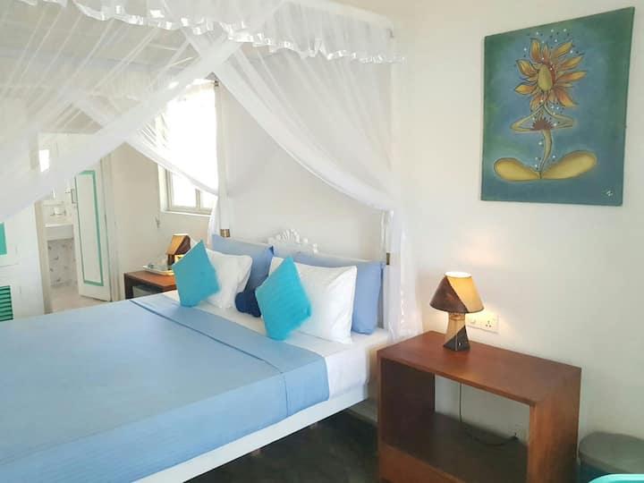 Neelas sea view room with balcony - On the beach