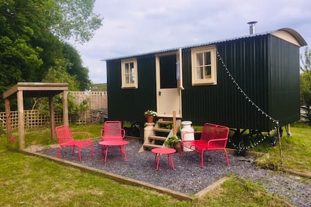 Oxton Hill Hideaway Shepherds Hut