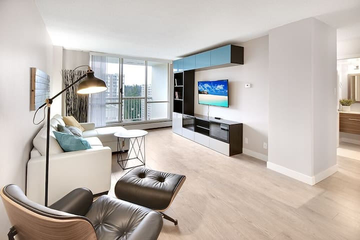 Fully Renovated Modern Apartment with big views - North Vancouver - Appartement
