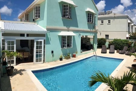Breezy Beautiful Villa Near Beach & Surf Spots