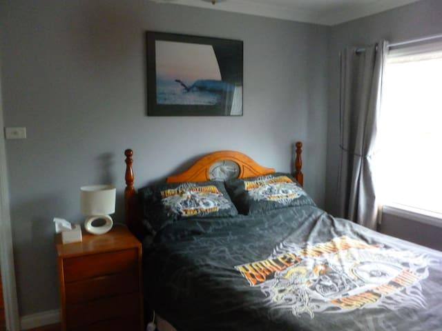 Bedroom 4 - 1 Queen Bed.