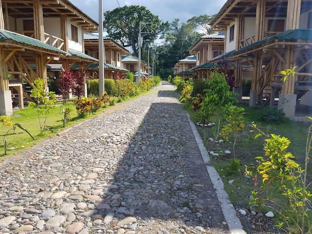 Alojamiento en la Comunidad Cofan Dureno - Ciudad del Milenio