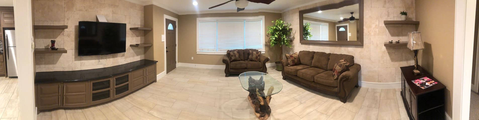 Beautiful Custom Home 2 Bed/ City Center District