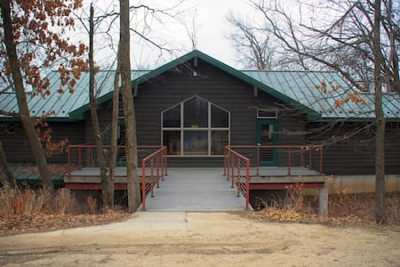 Hackberry - Pilgrim Heights Camp & Retreat Center - Montour - ゲストハウス