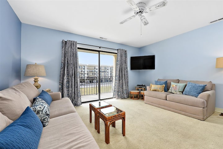 Spacious and Beautiful 1 Bedroom Condo in North OC with Outdoor Pool!