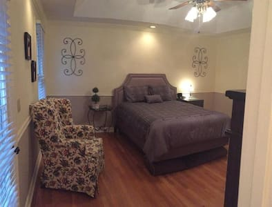 Private master with separate bathroom and entrance - Hendersonville - Casa