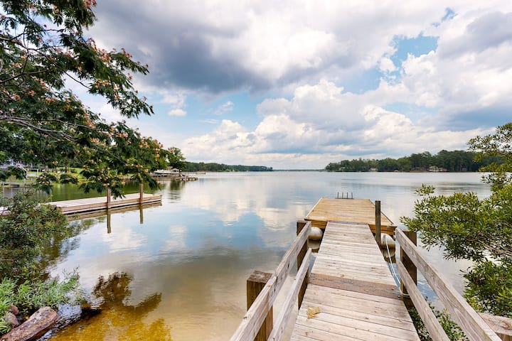 Charming lakefront cabin on two acres with dock & firepit