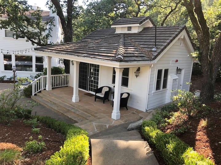 Cottage Under the Oaks