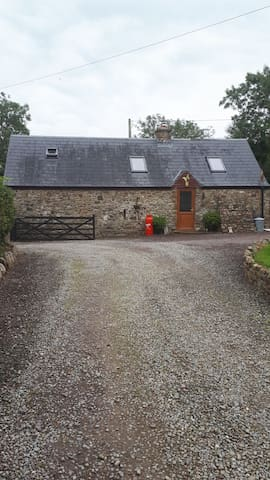 "Cottage ""Poppy"" romantic, quite quaint stone built"