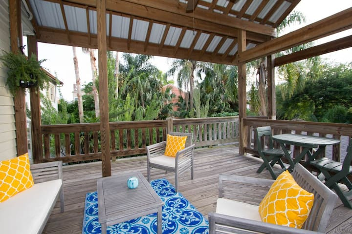 1 Bdrm Treehouse/Private Balcony! Garden District