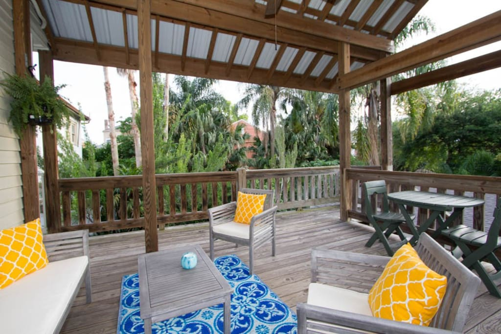 1br Garden District Treehouse W Private Balcony Apartments For Rent In New Orleans