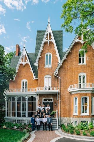 14 Bedroom Mansion (Sleeps 40) & Wedding Venue