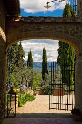 Tipico bilocale in un Borgo Toscano - Meleto - Apartment
