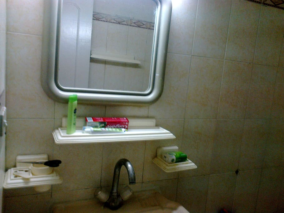 Bath/Washroom - Sink & Mirror