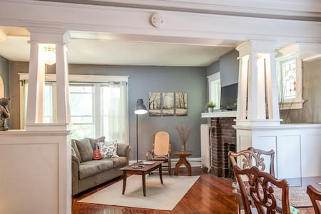 Charming Upstairs Apartment Family-Friendly - St Louis
