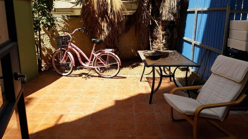 Studio w/backyard center of TLV 5 min to the beach - Tel Aviv-Yafo - Leilighet
