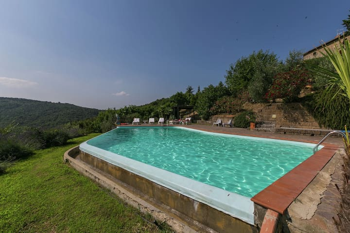 Spacious Mansion in Tuscany with Swimming Pool