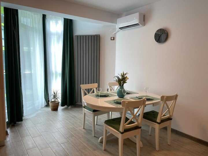 Deko 117 Apartment at Alezzi Beach Mamaia