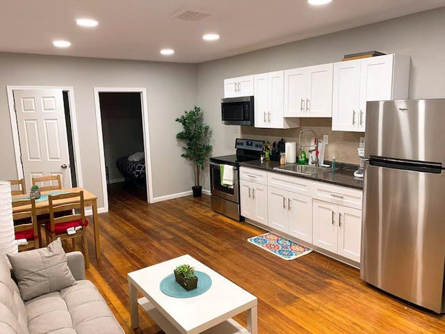 Newly Renovated Apartment near Delaware Expressway