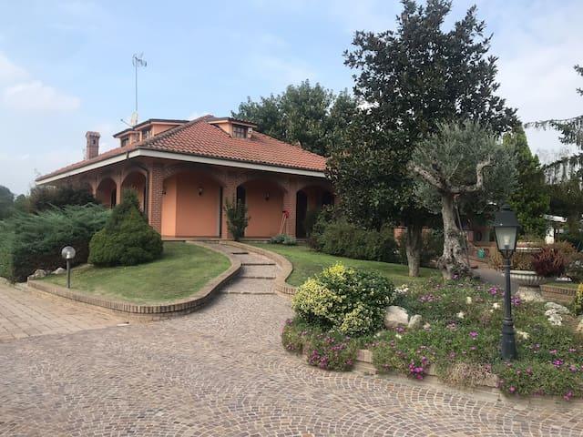 La casa di Azzurra  Villetta a 7 km da Asti