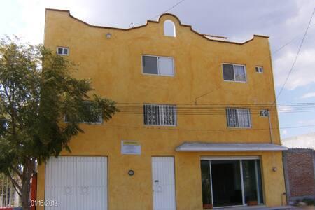 Cómodas y limpias habitaciones - Juriquilla