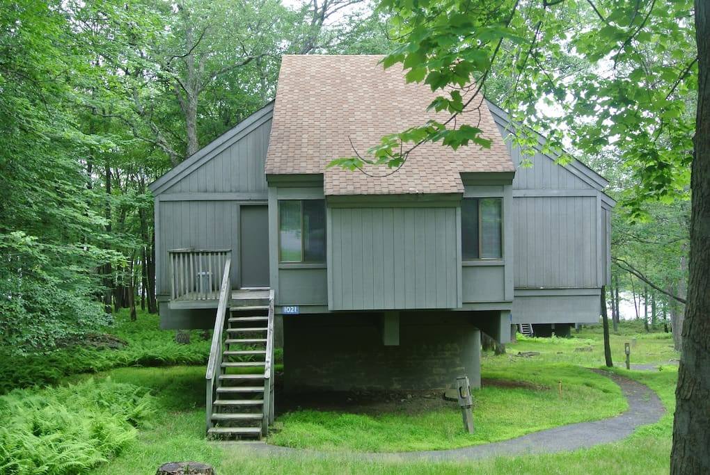 poconos bushkill cabin w pool lake 2 hrs from nyc