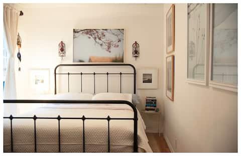 Your own private room in Los Feliz
