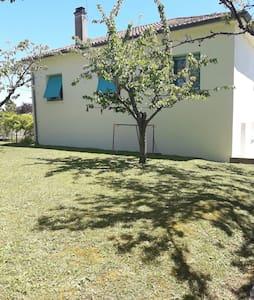 Belle villa de 200 m2 avec jardin - Montpezat-de-Quercy - Dům