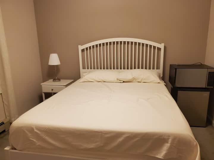 Nice Queen Bed @ Cambridge St