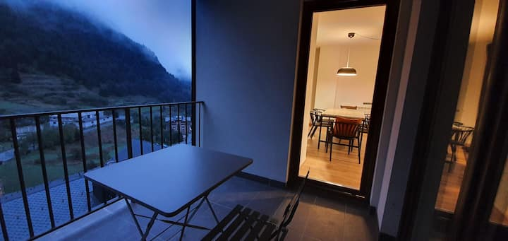Modern & cozy apt at Arinsal w/ views