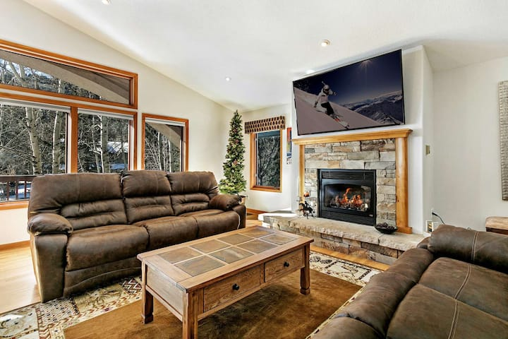 Easy Access to Vail or Beaver Creek, Pet Friendly, Fenced Back Yard, Convenient to Bus Stop & Trails