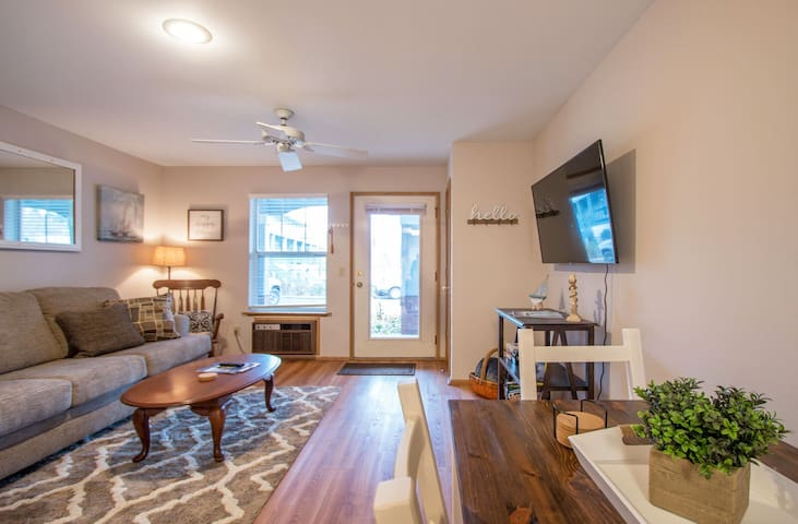 Lands End - Charming 1 Bedroom, Steps to everything in Hood River, Lodge 16