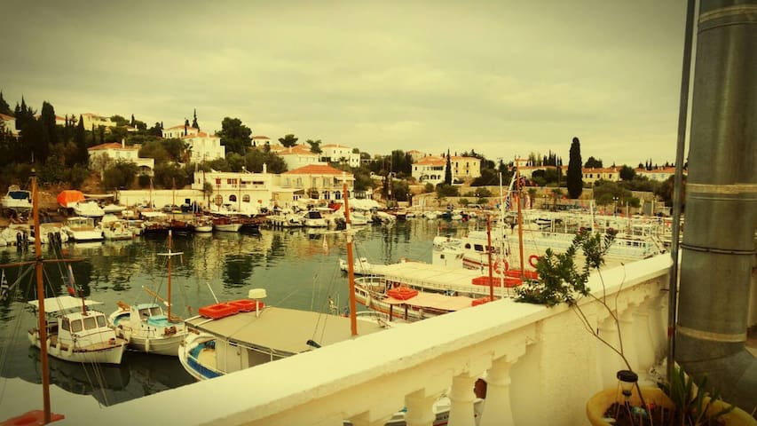 Old Harbour 2 bedrooms apartment, Spetses