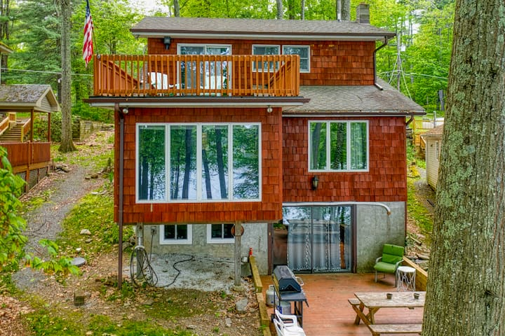 Beautiful 3 Level Lakefront w/ Private Dock, Sleeps 13!