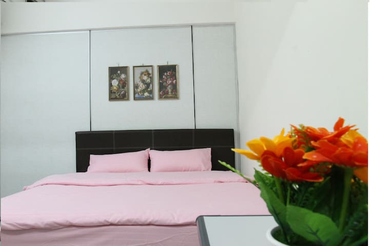 SimpleHome Cozy Room22