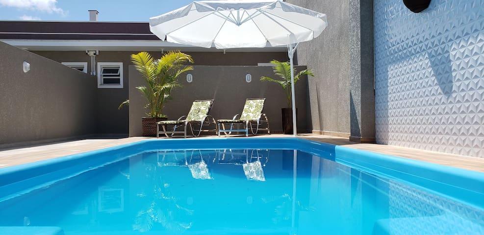 Linda casa com piscina perto do mar-espaço inteiro