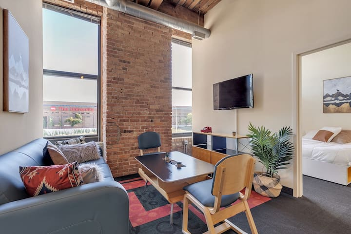Historic West Loop Loft // 4BR in the Best Location