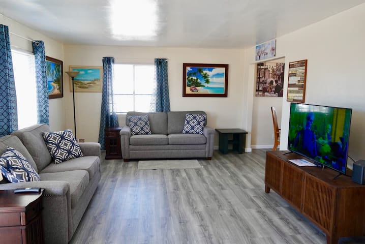 IB Entire House 2 Bedroom 5 Min to the Beach